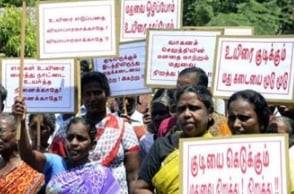 People protest against TASMAC shop in Selaiyur
