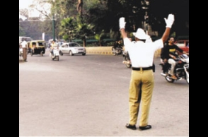 Traffic cop gets slapped for stopping man from jumping signal