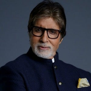 Latest reports: Amitabh Bachchan falls ill, doctors rush!